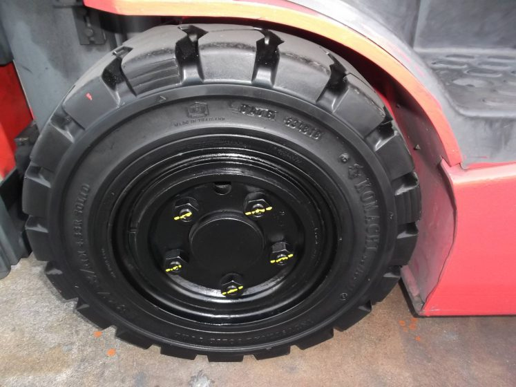 ニチユ NCHIYU 中古フォークリフト forklift バッテリーカウンター3輪タイプ サイドシフト 2012年式