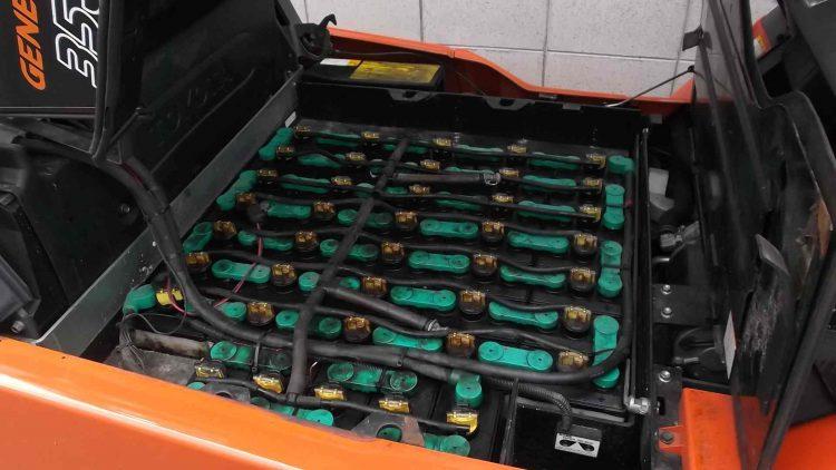 トヨタ 中古フォークリフト 全回転ロールクランプ